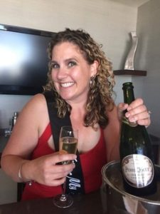Leslie Sategna celebrate her winnings in roulette table