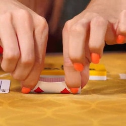 Baccarat Squeeze Cards in Macau Casinos Between Love and Superstition